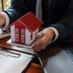 Agent closing sale using his unique selling proposition (USP).